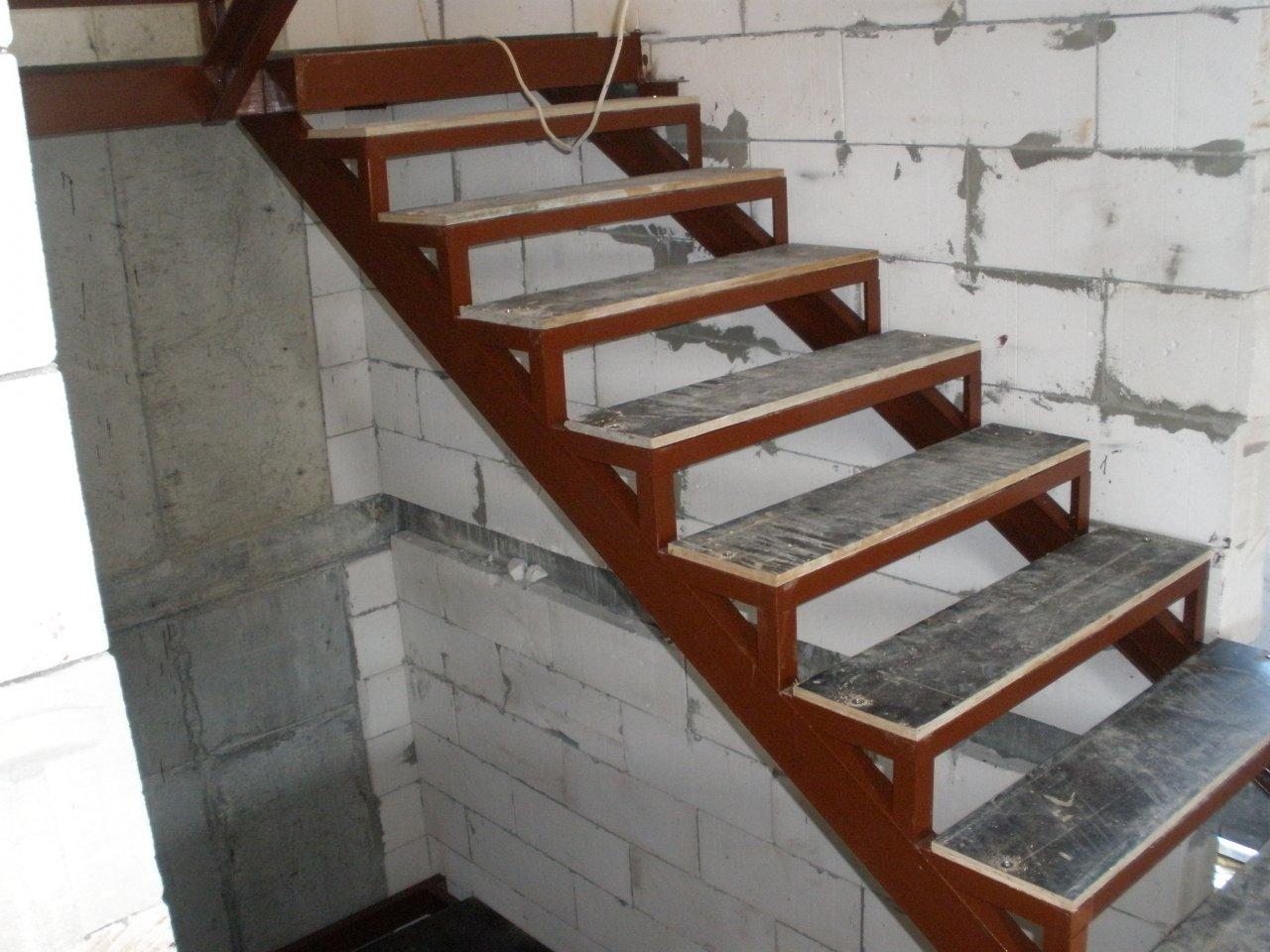 Металлические лестницы  каркас